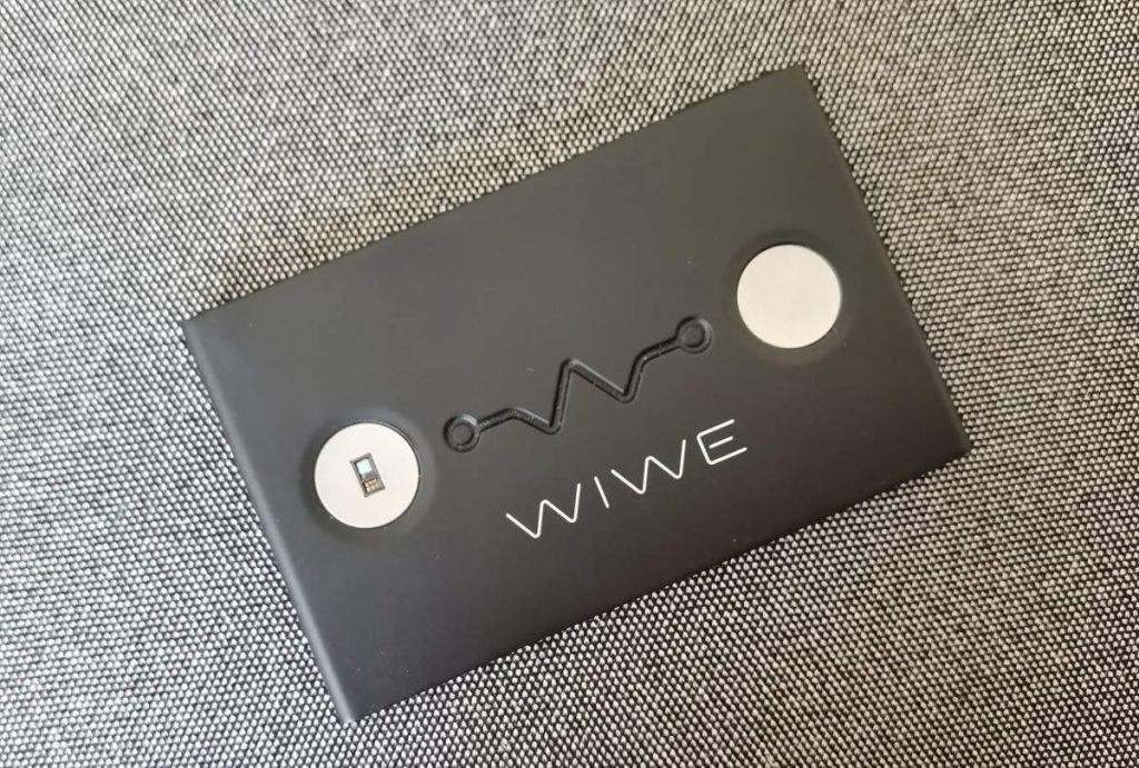 A fekete színű WIWE mobil EKG
